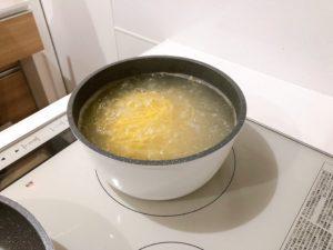 パスタをお湯で沸かす