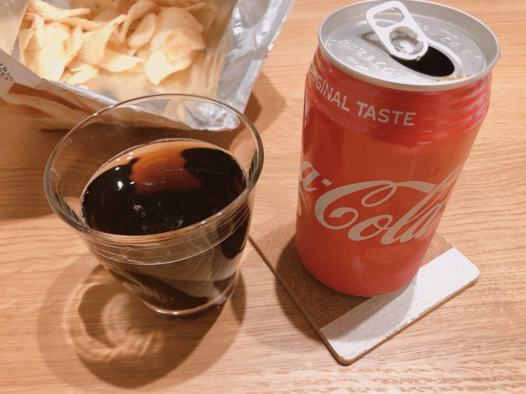 株主優待のコカコーラを飲む